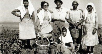 Φωτογραφικά Ίχνη (1940-1970) Άη Στράτης από το αρχείο του Βασίλη Μανικάκη.
