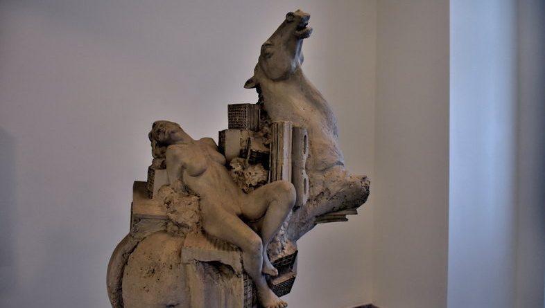 Ίδρυμα Τηνιακού Πολιτισμού και φωτογραφίες έργων τέχνης.