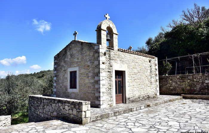 Πως ήταν και πως είναι, ο ναός του Αγίου Ιωάννη του Χρυσόστομου στα Χωστά των Αρχανών.