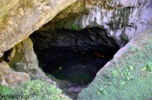Είσοδος σπηλαίου Δικταίου Άντρου