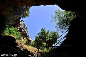 Ουρανός μέσα από το σπήλαιο