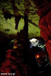 Στο βάθος του σπηλαίου