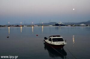 βάρκα στο λιμάνι Σητείας
